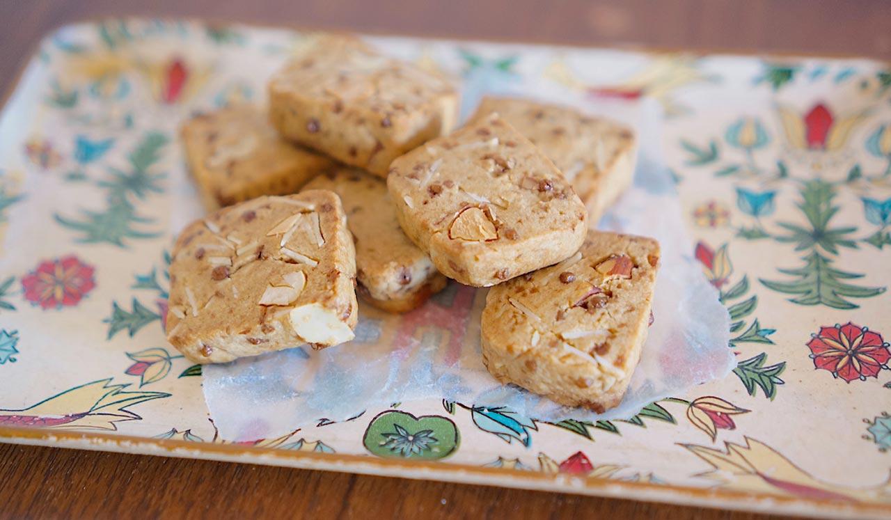産後の自分を助ける、出産前の作り置き「黒糖ナッツクッキー」