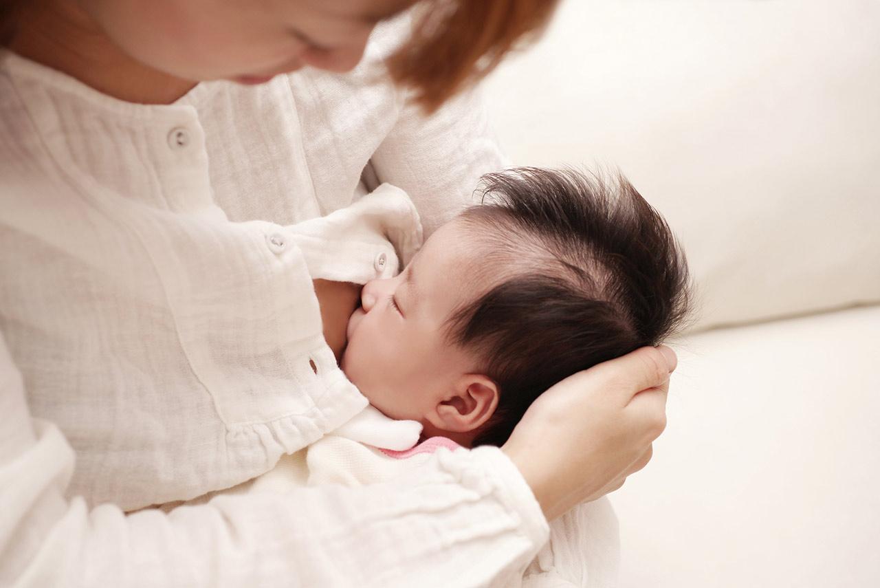 これがお手本!上手に赤ちゃんに母乳を飲んでもらう方法。